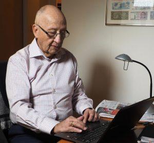 Carlos Decker Molina. Escritores de hoy