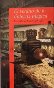 Portada del libro El verano de la linterna mágica de Fernando Martínez Gil. Escritores de hoy, Promoción de autores